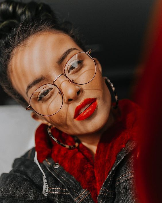 oversized round glasses in a thin metal frame is a cool and trendy idea for an up-to-date look, even if you don't need glasses