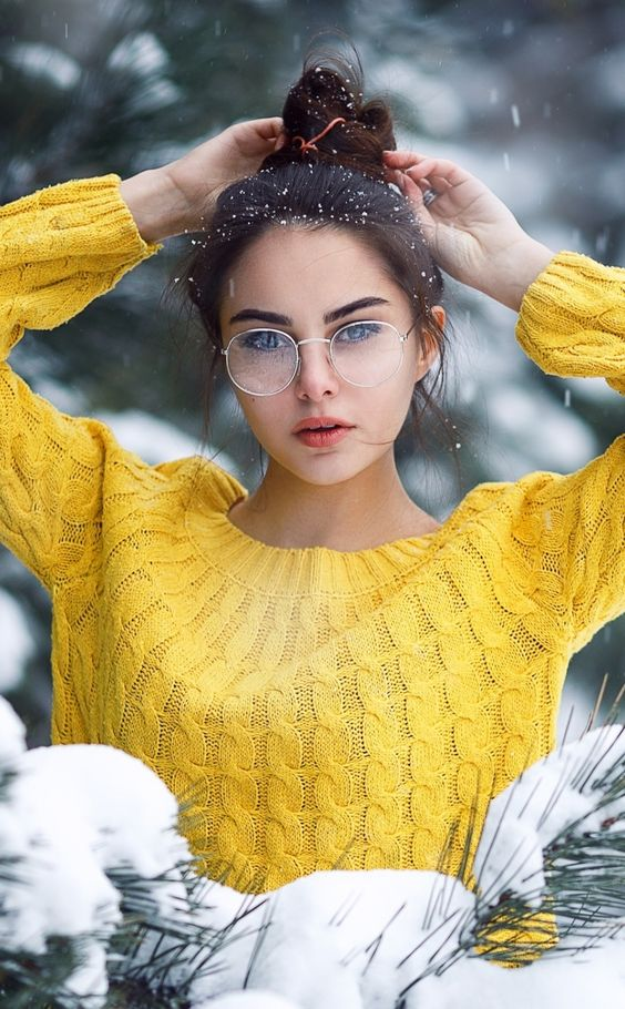 round glasses in a thin white metal frame are amazing for a modern and fresh look, and this frame color is non-typical