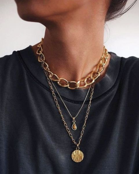 tiered necklaces including a gold chunky chain are a very trendy and chic solution for every season