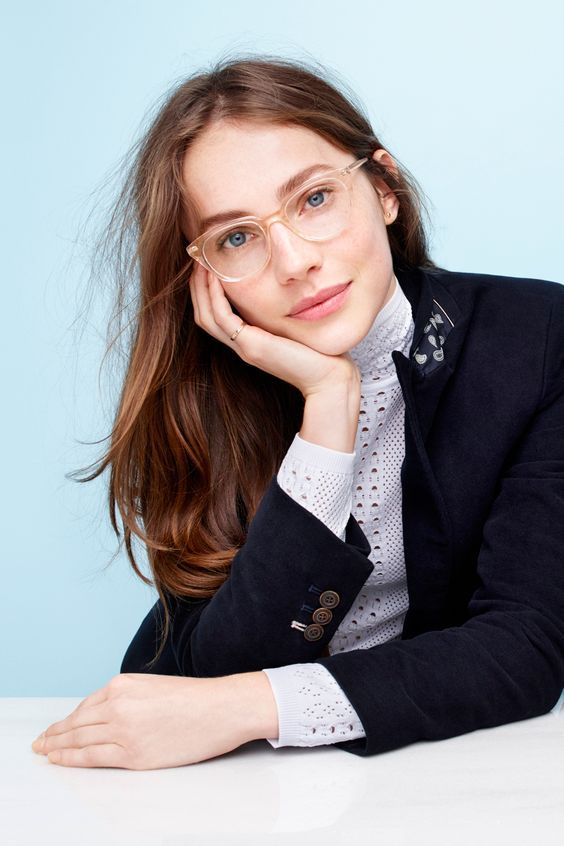 a clear nude frame looks very delicate, it doesn't interfere with your look but is a very stylish idea to accent your face a bit