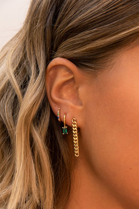 pretty chic earrings with colorful rhinestones and a statement chunky chain one will create a very trendy look