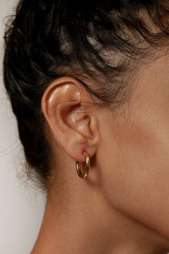 statement hoop earrings, better with a gold finish, are a timeless jewelry idea that will work for years and years