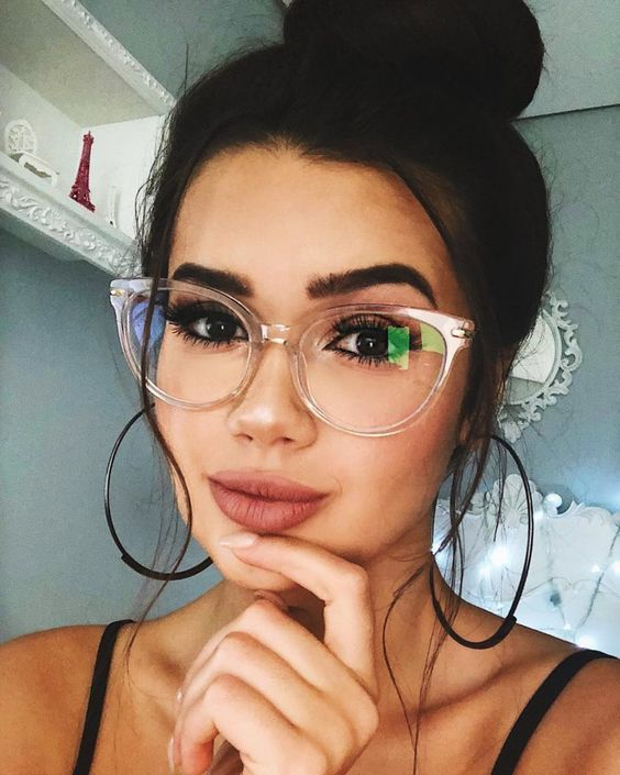 clear rounded cat eye glasses are among the trendiest and boldest solutions today and they will match many looks