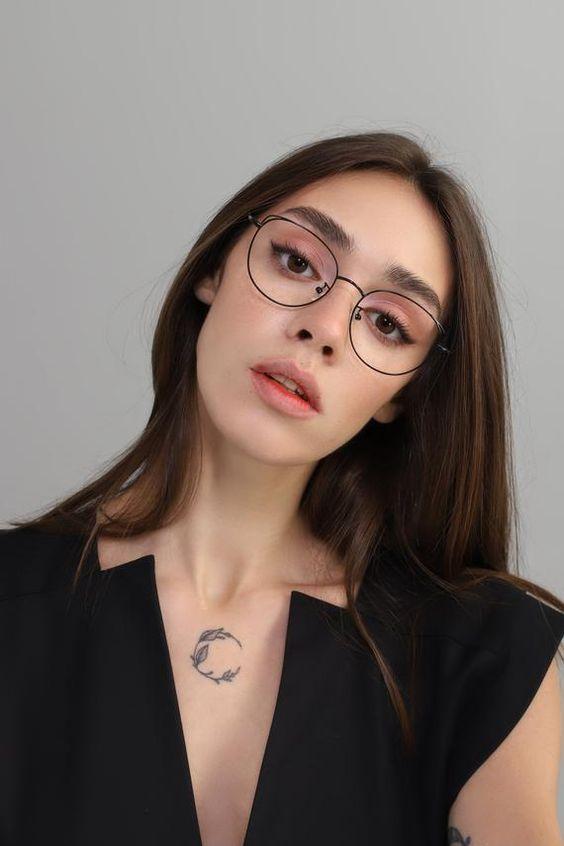 gorgeous round cat eye glasses in a thin metal frame are amazing for a modern and very chic look