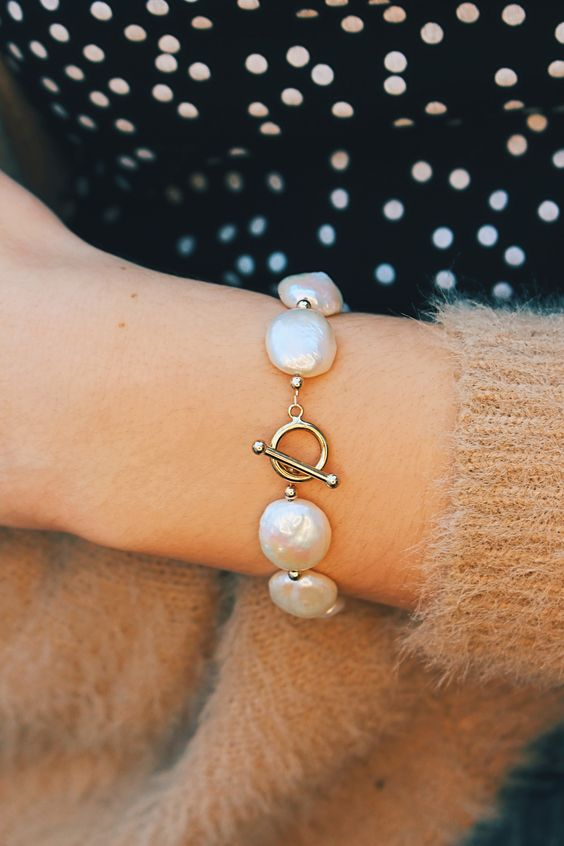 a fabulous baroque pearl bracelet like this one will make a chic statement in any outfit, an everyday or a work one