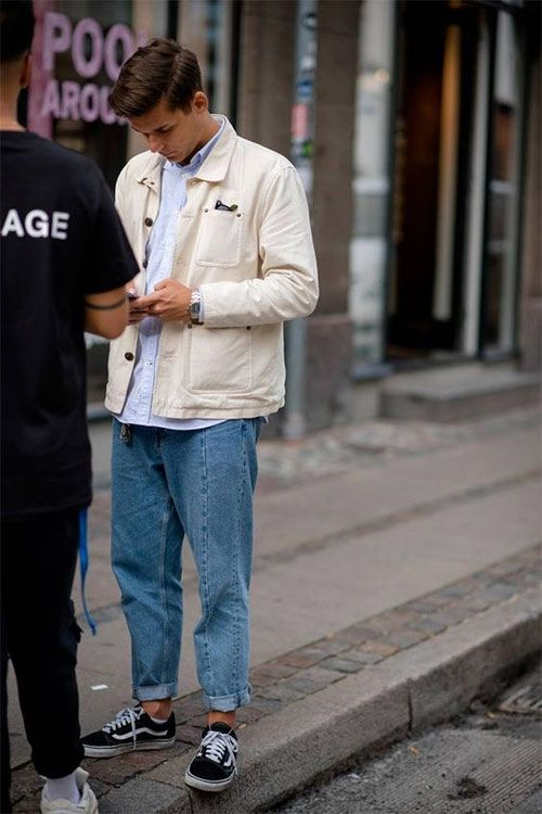 a simple look with a white shirt, a creamy jacket, blue jeans, black sneakers is timeless classics