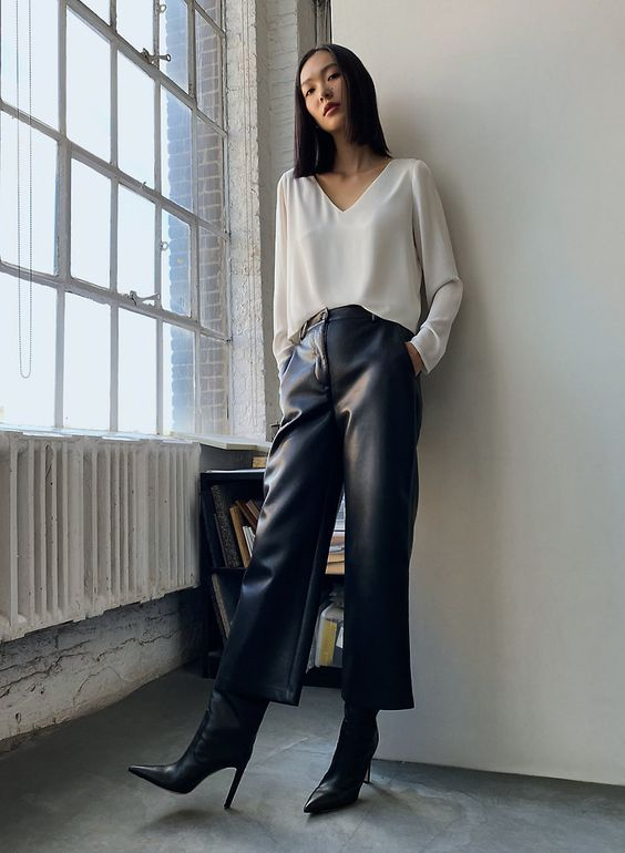 a white long sleeve tee, black leather trousers, black boots for a minimalist and stylish fall look