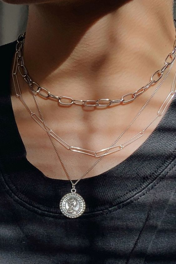 beautiful silver necklace layering with two different chain ones and a delicate necklace with a silver coin is amazing
