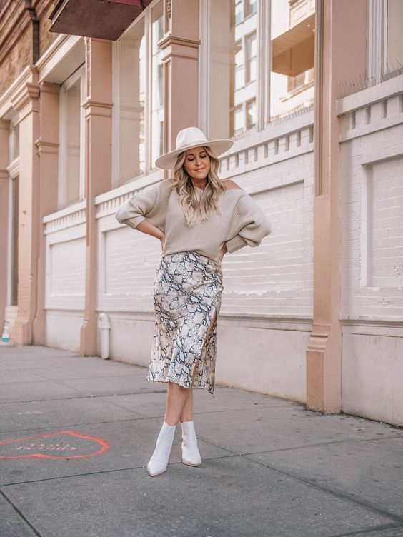 a neutral jumper, a snakeskin print midi, white booties and a white hat for a veyr cute girlish look
