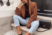 30 a simple fall look with a black turtleneck, a brown oversized blazer, bleached jeans, black mules and a black bag