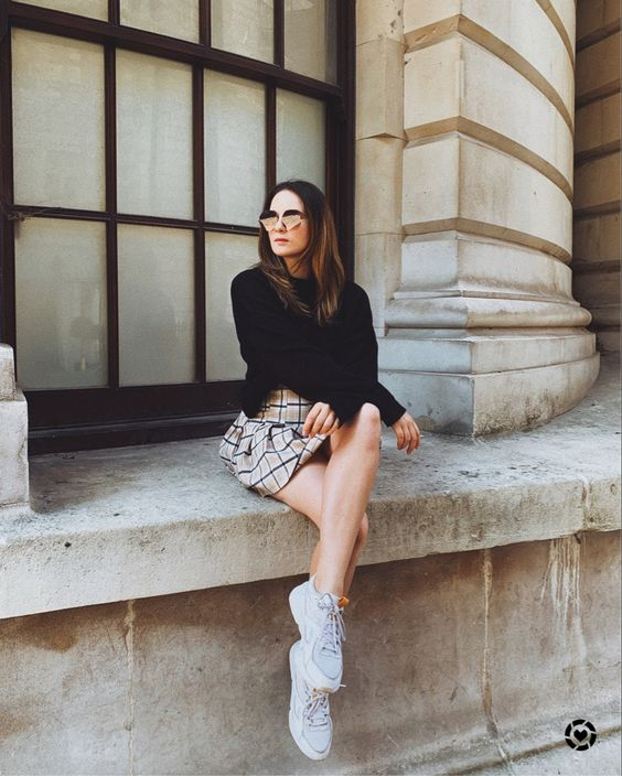 a black jumper, a plaid mini skirt, grey trainers for a lovely and stylish fall look