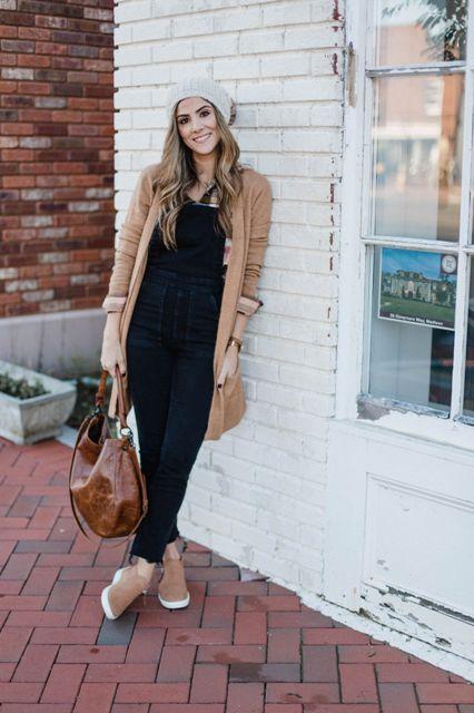 With black top, black pants, brown tote bag, brown cardigan and gray hat