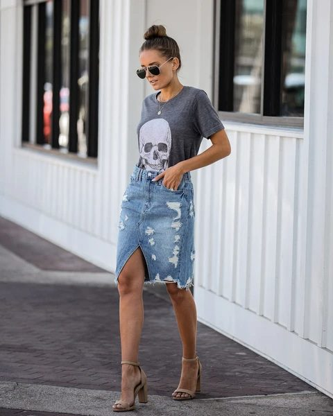 With gray t-shirt, sunglasses and beige ankle strap sandals