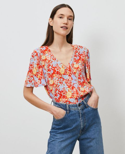 With high-waisted jeans