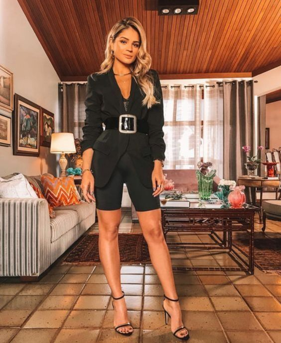 a glam look with an oversized blazer, biker shorts, a wide belt, black heels is very chic and very sexy