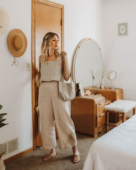 a neutral linen outfit with an A line crop top, wideleg pants, brown slippers and a linen bag for a hot day
