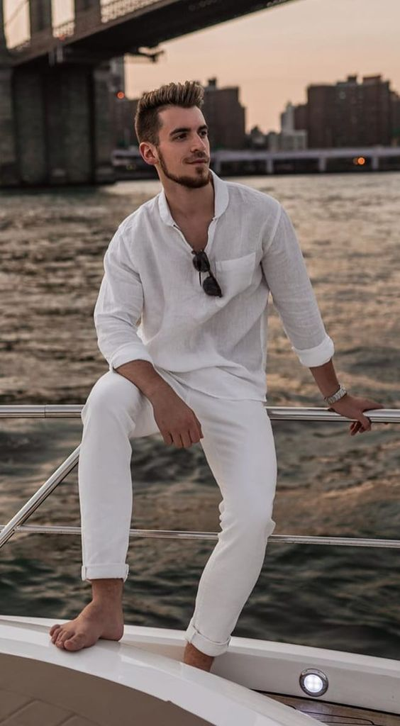 a relaxed vacation outfit with a white linen shirt and white jeans is a very easy to realize idea