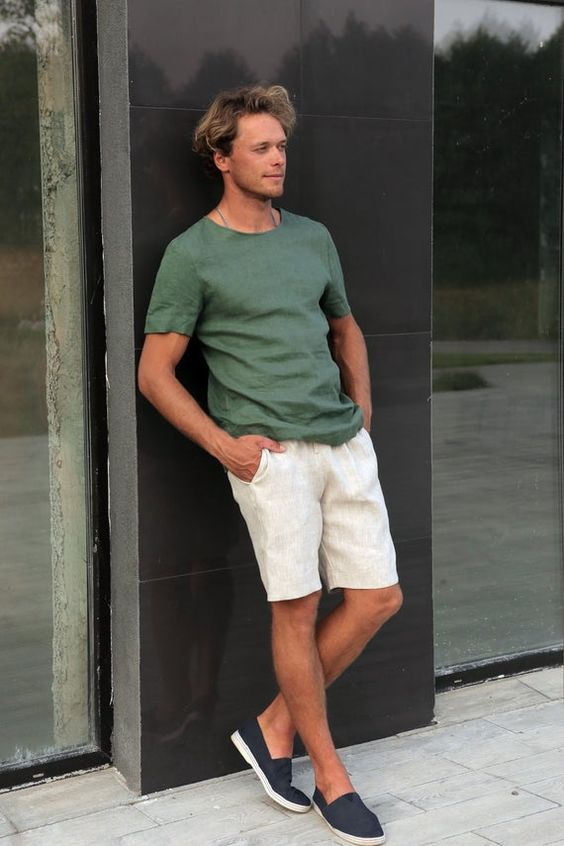 a very simple and very comfortable look with a green linen tee, neutral linen shorts, navy espadrilles is perfect