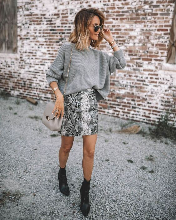 a grey snakeskin print mini skirt, a grey oversized sweater, black booties and a gey bag for this fall