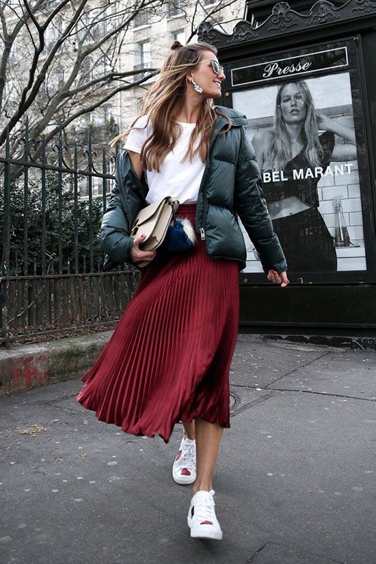a white t-shirt, a burgundy pleated midi skirt, white sneakers, a green puffer jacket and a tan bag for a wow look