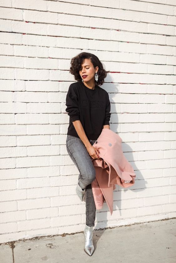 a lovely fall look with a black jumper, black skinnies, silver boots, a pink midi coat and statement earrings