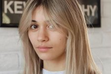 a beautiful and relaxed blonde shade with a darker root, curtain bangs is a pretty idea to rock right now