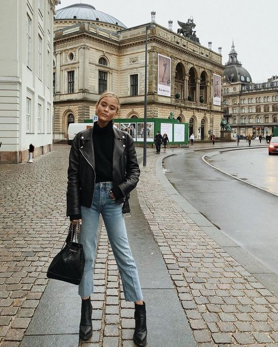 a black turtleneck, a black leather jacket, light blue jeans, black booties and a black bag for the fall