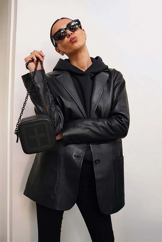 a total black look with a hoodie, jeans, a leather blazer and a small bag is a very comfy solution for the fall
