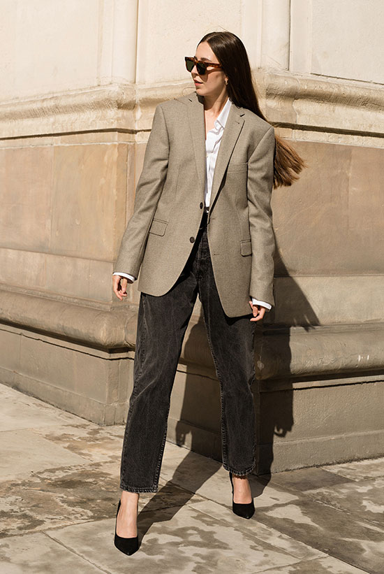 a very simple and stylish outfit with a white shirt, black jeans, an oversized grey blazer and black shoes will always be a good idea for work