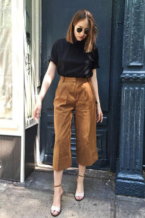 a black t shirt, brown culottes, two tone heels compose a simple and cool look for a date on a warm fall day