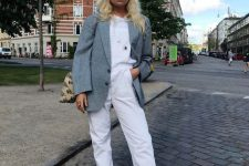 07 a grey sweatshirt, white trousers, grey printed trainers, a grey blazer and a printed bag for the fall