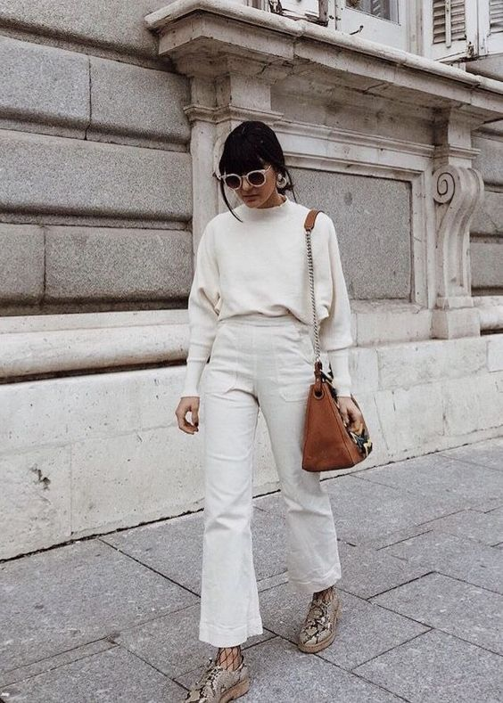a white jumper, white high waisted jeans, snakeskin shoes and a brown bag for a lovely fall outfit