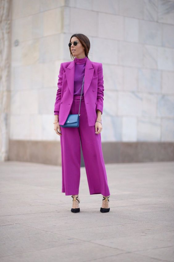 a refined monochromatic fall work outfit with a turtleneck, a pantsuit with an oversized blazer, black shoes and a blue bag