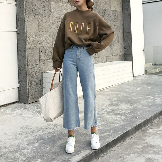 a pastel sweatshirt is perfect for a cozy fall look