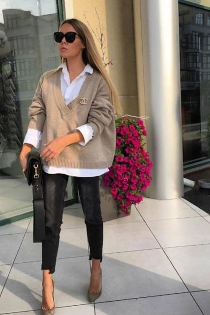 With black bag, oversized sunglasses, black cropped jeans and olive green pumps