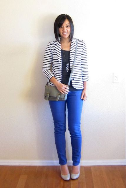 With black t-shirt, blue skinny pants, gray leather crossbody bag and gray patent leather pumps