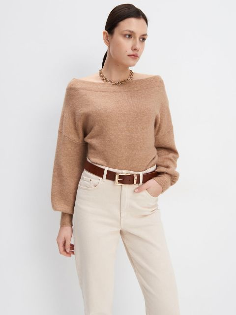 With white high-waisted trousers, golden necklace and brown leather belt