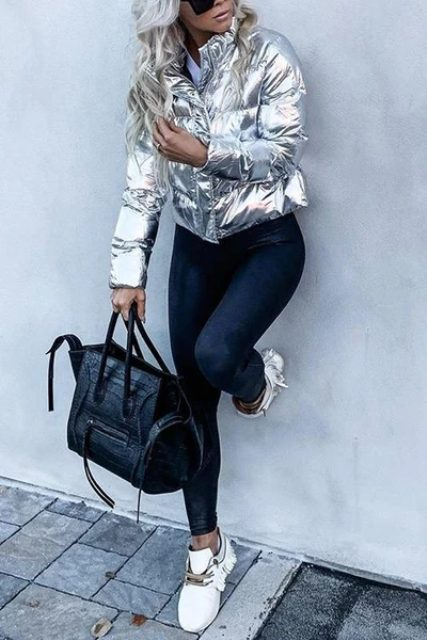 With white shirt, navy blue jeans, black tote bag and white fringe sneakers