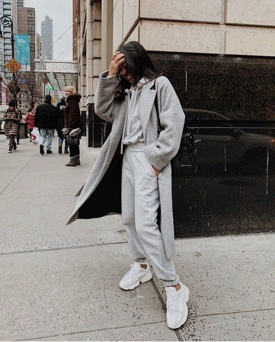 a grey hoodie and sweatpants, a grey coat and white trainers for a simple and very comfortable fall outfit