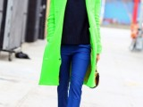 21-cool-ways-of-wearing-a-bright-coat-this-winter-10