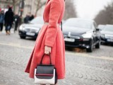 21-cool-ways-of-wearing-a-bright-coat-this-winter-12