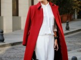21-cool-ways-of-wearing-a-bright-coat-this-winter-13
