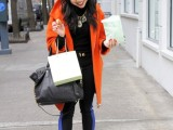 21-cool-ways-of-wearing-a-bright-coat-this-winter-16