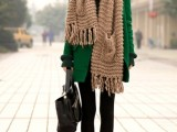 21-cool-ways-of-wearing-a-bright-coat-this-winter-17
