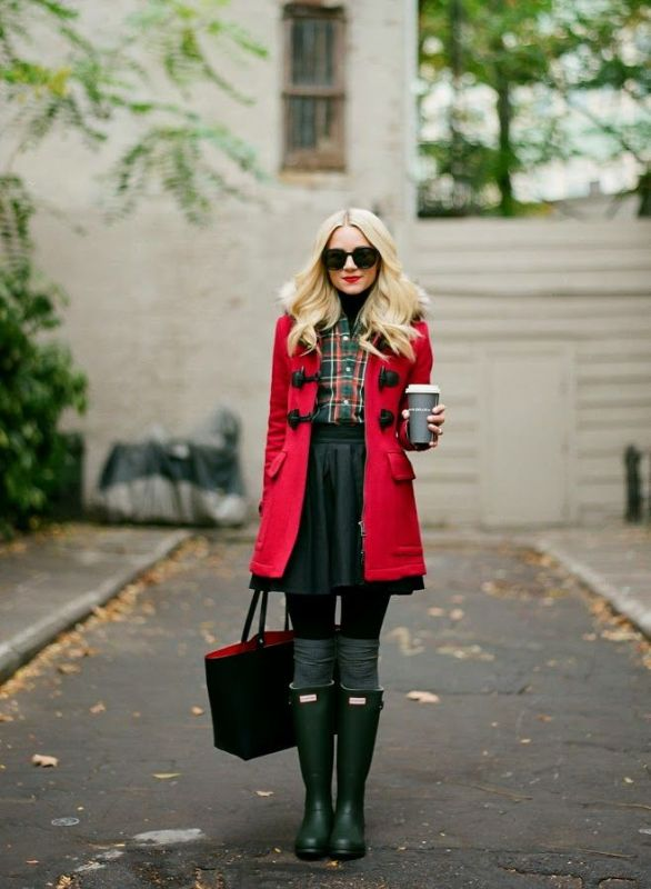 Picture Of cool ways of wearing a bright coat this winter  18