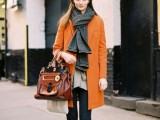 21-cool-ways-of-wearing-a-bright-coat-this-winter-19