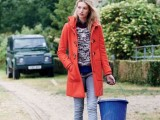 21-cool-ways-of-wearing-a-bright-coat-this-winter-6