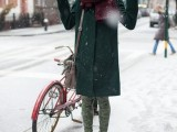 21-cool-ways-of-wearing-a-bright-coat-this-winter-7