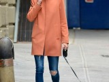 21-cool-ways-of-wearing-a-bright-coat-this-winter-8