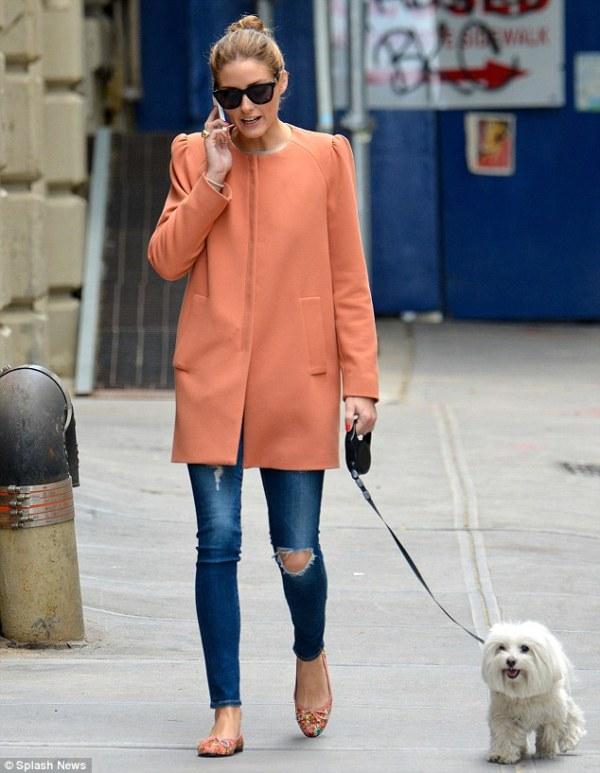 Picture Of cool ways of wearing a bright coat this winter  8